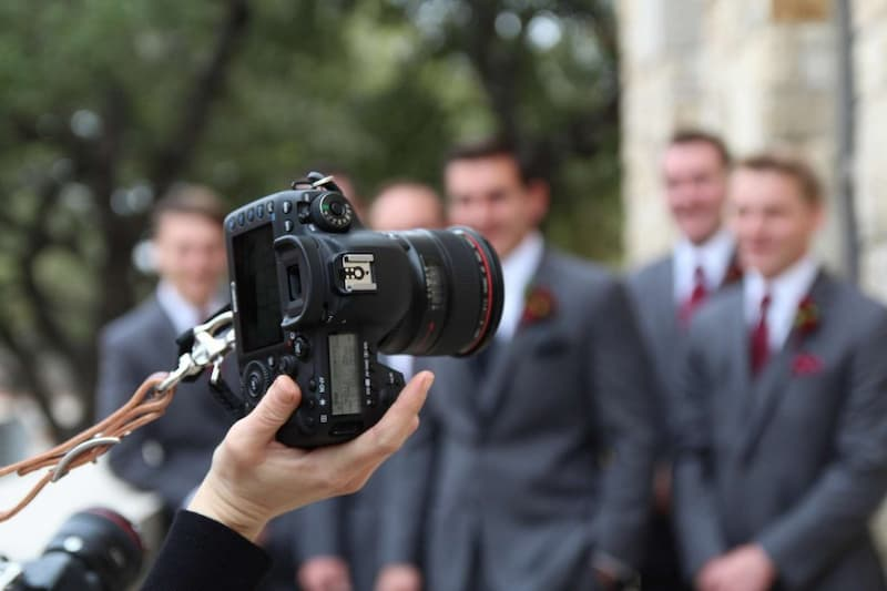 5 Reasons You Should Hire a Professional Wedding Photographer
